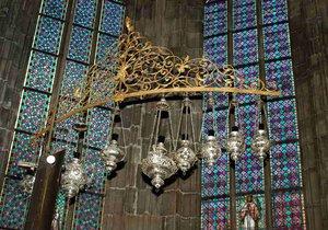 Dříve u stříbrných lamp byla i jedna zlatá. Váže se k ní zajímavá legenda.