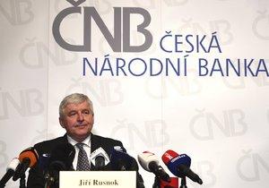 Česká národní banka začala úrokové sazby letos zvedat poprvé od roku 2008.