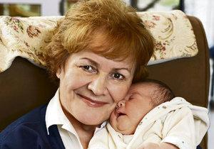 Věra Galatíková se svou vnučkou Rachel.