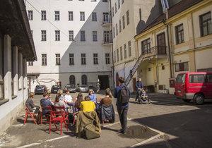 Filozofická fakulta Univerzity Karlovy připravuje pro návštěvníky vnitrobloku v Hybernské bohatý program.