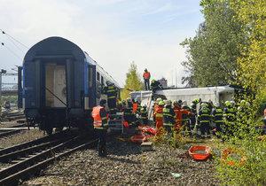 Na kolejích zemřela 37letá žena: Vlak ji srazil u železniční zastávky Praha-Horní Měcholupy