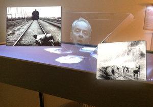 Interaktivní expozice filmového muzea láká také na komentář hologramu Alexandra Hemaly.