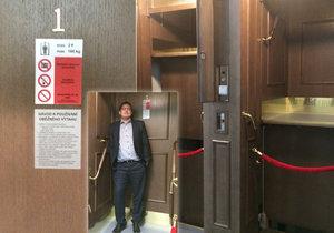 Na magistrátu opět slouží páternoster: Oprava vyšla na 4 miliony korun