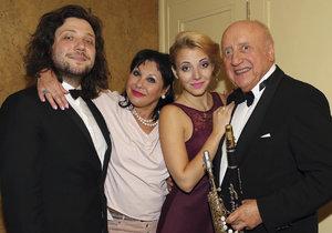 Felix Slováček ml. s rodiči a sestrou Aničkou