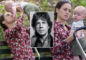 Takto rychle roste 8. syn Micka Jaggera.