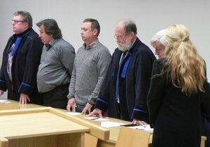 Kauza metanol: Za smrt Martina (†29) nikdo nemůže, čtyři obžalované soud opět osvobodil