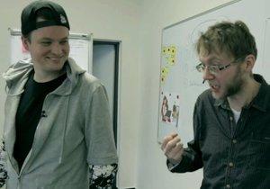 Kazma si najal herce Karla Ondrku (vpravo), aby v pořadu Prostřeno! zahrál šíleného ajťáka.