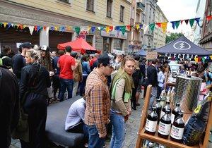 Takto to v Krymské ulici vypadalo loni. Festival navštívilo 15 tisíc lidí.