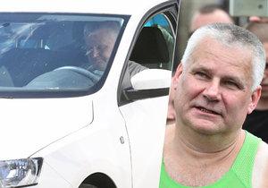 Propuštěný vrah Kajínek za volantem! Jak to, že má řidičák?