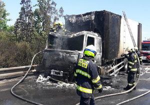 Hasiče zaměstnal požár kamionu na Jižní spojce kousek od lanového mostu.