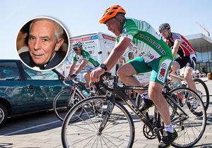 Profesor Pavel Pafko jede v pelotonu Tour Na kole dětem napříč republikou. Spolu s ostatními cyklisty sbírá peníze pro děti nemocné rakovinou.