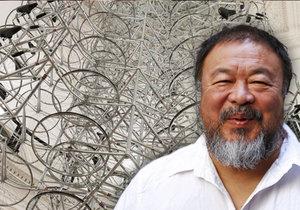 Lustr čínského umělce Aj Wej-weje má v Praze viset natrvalo.