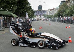 Formule na elektrický pohon, kterou představili studenti na Václavském náměstí.