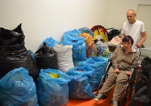 Vlaďka (53) potřebuje po mozkové obrně invalidní vozík. 400 kilo víček ničemu?