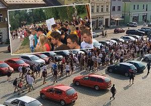 Vzpoura studentů v Rakovníku: Pochodovali městem, nesouhlasí s vyhazovem učitelů