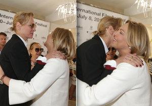 Dagmar Havlová se sešla s Umou Thurman. Blondýnky se vřele objaly.