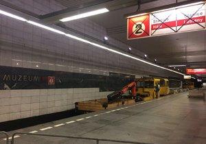 Pražany slavící svobodu čekají komplikace v dopravě: Metro mezi Muzeem a Kačerovem až do neděle nepojede