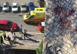 V Dvorecké ulici mladík (21) uhodil ženu do hlavy a ukradl jí kabelku. Na místo přijeli policisté, záchranáři i hasiči.