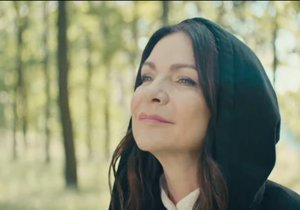 Zpěvačka Anna K. mezi chemoterapiemi natočila videoklip.
