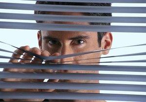 Kdo je důvěřivý a kdo to s žárlením přehání?