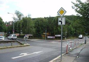 Některé křižovatky v Praze 6 mají nové přednosti v jízdě.