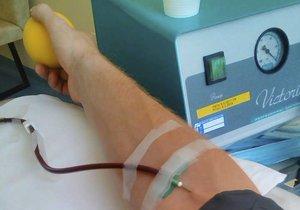 """V plzeňské fakultní memocnici chybí krev, """"transfuzka"""" svolává dárce."""