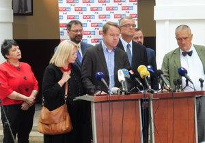 Exministr Martin Bursík se rozhodl spolupracovat se svými bývalými vládními kolegy Kalouskem a Schwarzenbergem.