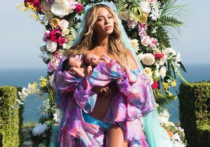 Beyoncé se pochlubila dvojčaty měsíc po jejich narození.