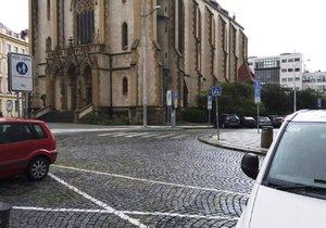 Na území Prahy 7 mizí dopravní značky, podle radnice už jsou některé zbytečné.