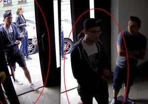 Neznámý mladík ukradl peníze z pokladničky památníku heydrichiády.