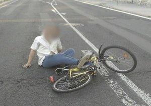 Cyklista v Moravském Krumlově musel být řádně opilý. Ještě hodinu po nehodě mu policisté naměřili 3,61 promile alkoholu. Ilustrační foto.