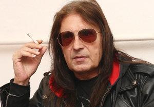 Kouření způsobilo Aleši Brichtovi zdravotní problémy.