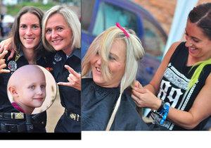 Strážnice Šárku s Petrou ostříhali na metalovém festivalu: Vlasy darovaly dětem s rakovinou.
