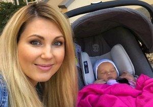 Sandra Parmová ukázala malou Emily.