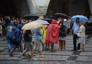 Obyvatele Prahy zachvátil přívalový déšť