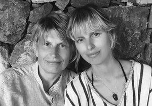 Karolína Kurková s maminkou jsou si podobné.