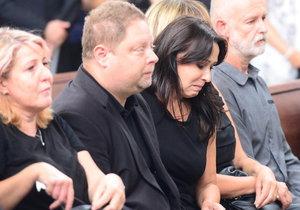 Heidi Janků na pohřbu Ivo Pavlíka