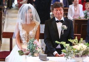 Novomanželé Karel Janák s Romanou Goščíkovou.