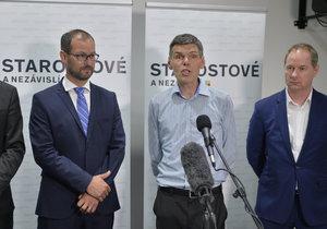 Hnutí Starostové a nezávislí (STAN) schvalovalo 24. srpna v Praze na programové konferenci volební program pro sněmovní volby. Na mimořádné tiskové konferenci vystoupili (zleva) Vít Rakušan, Jan Farský, Dalibor Dědek a Petr Gazdík a oznámili, že podnikatel Dědek nakonec nepovede kandidátku hnutí v Ústeckém kraji.