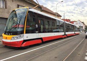 Policie obvinila tři muže, kteří v tramvaji napadli Afričana. (ilustrační foto)