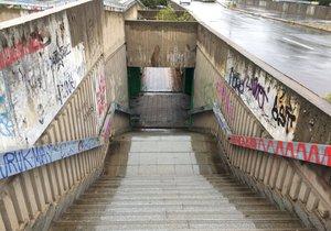 Místo podchodů budou lidé mezi Hlávkovým mostem a Vltavskou chodit po nových přechodech pro chodce.