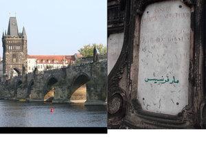 Cizinec popsal podstavec sochy svatého Františka na Karlově mostě.
