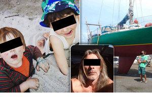 Po lodi ANA, na jejíž palubě je Petr a jeho dva synové pátrala policie