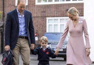 Princ George dorazil do školy jen s tatínkem Williamem.
