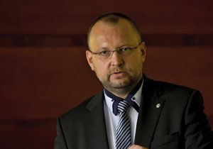 Sliby KDU-ČSL pro sociální oblast: Pracujícím rodinám necháme víc peněz. Nebudeme podporovat ty, kteří se práci vyhýbají, řekl Jan Bartošek.