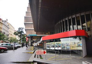 Transgas půjde k zemi: Majitel požádal o demolici kontroverzní budovy na Vinohradech