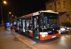 Opilý muž vyhrožoval řidiči autobusu zbraní, chtěl po něm změnu trasy (ilustrační foto).