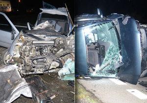 Z aut zbyla jen hromada šrotu, děsivou nehodu všichni přežili. Záchranáři ošetřili čtyři lidi.