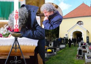 Troška pohřbil maminku Růženku (†88): Polibek do otevřené rakve!