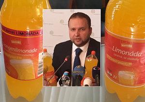 Ministr Marian Jurečka dál jde po nekvalitních potravinách, tentokrát ukázal na pomerančovou limonádu, ta je v Česku z jablečné šťávy